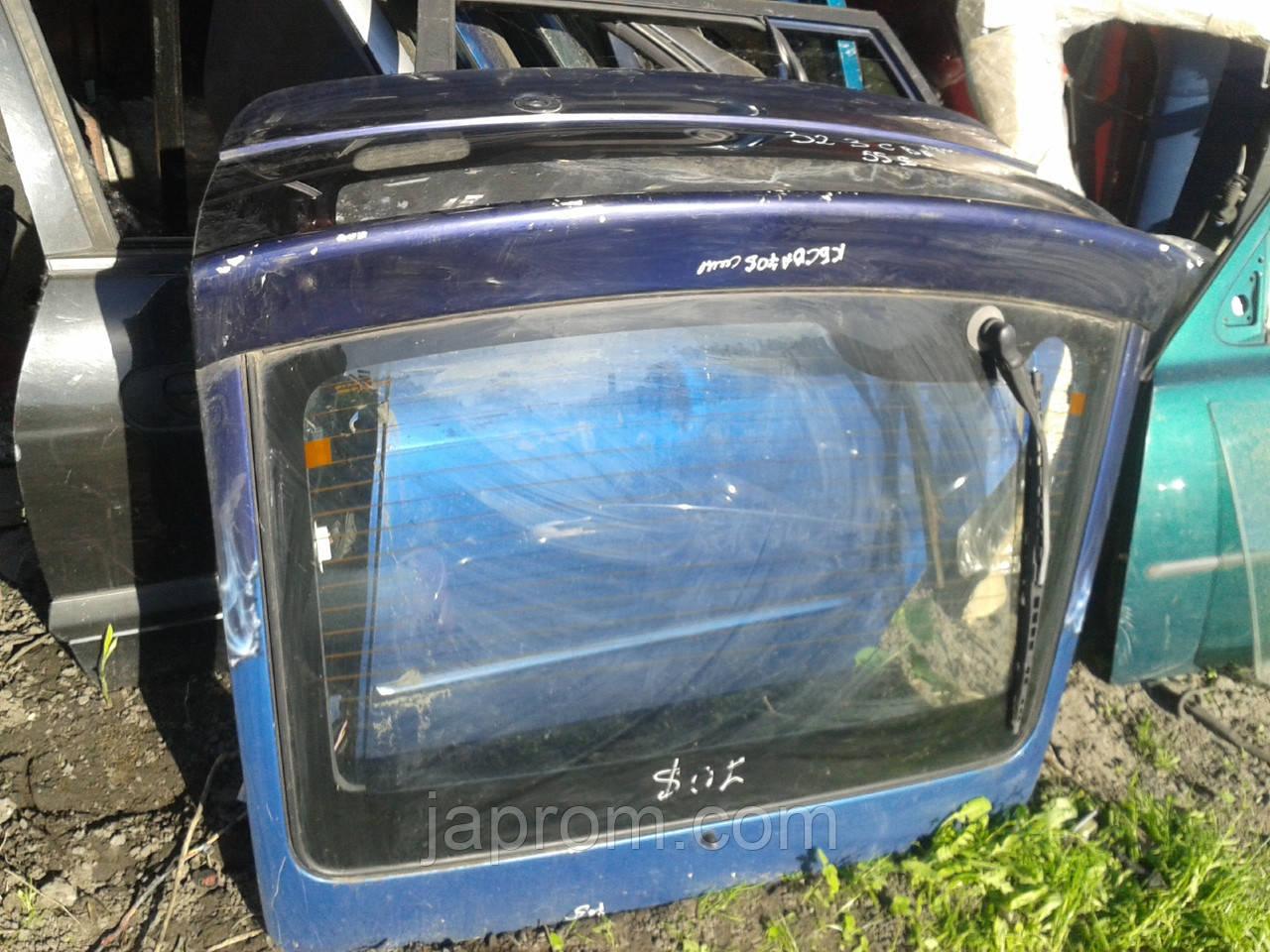 Крышка багажника со стеклом Mazda 323 C BA 1994-1997г.в. купе синяя графити