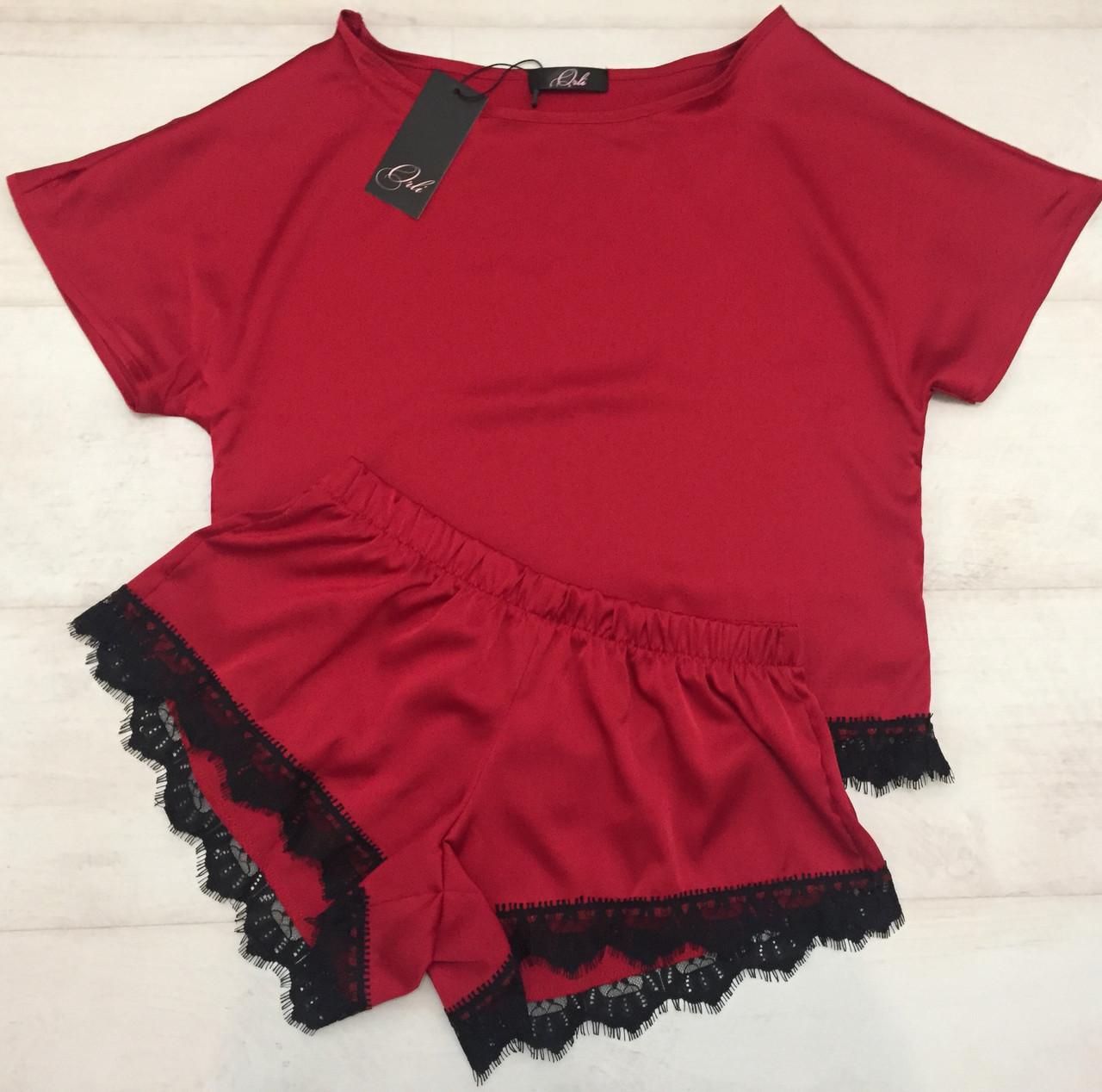 Красный комплект футболка и шортики
