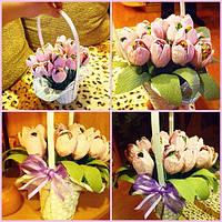 Корзинка с тюльпанами (конфетно-букетные композиции)