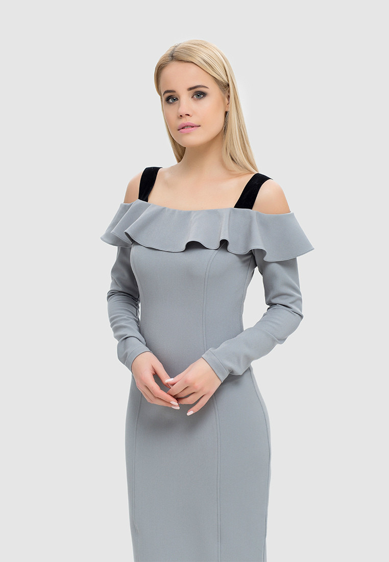 Прилегающее платье с открытыми плечами и воланом, фото 1