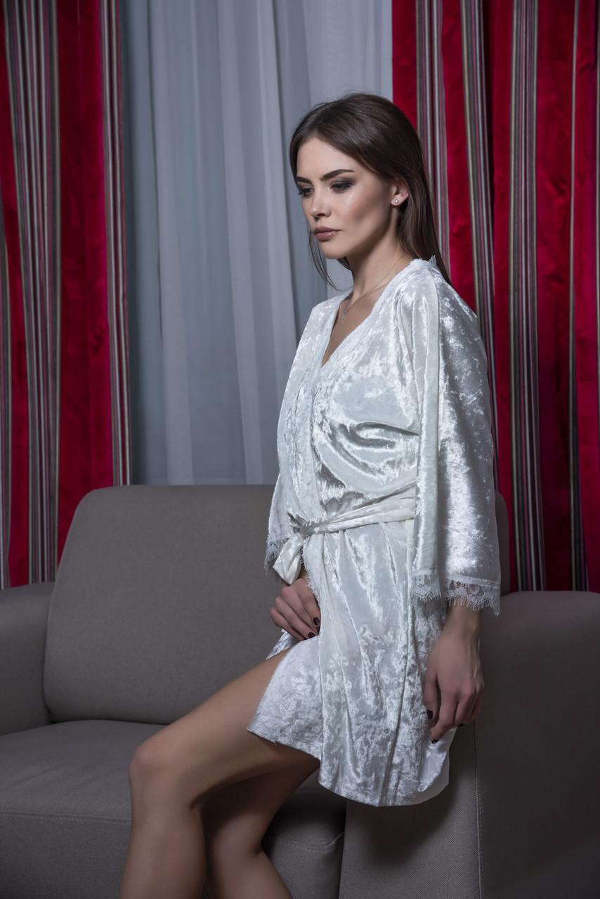 Белый велюровый халат с кружевом