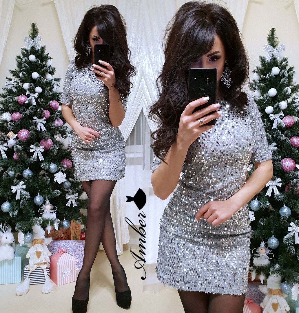 Женское платье в пайетку с коротким рукавом