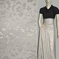 Жаккард костюмний молочний з сріблястими квітами (18017.001)