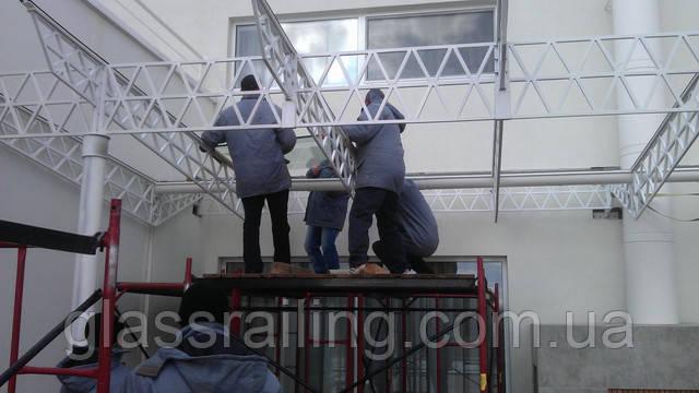 Монтаж стекол на металлоконструкцию