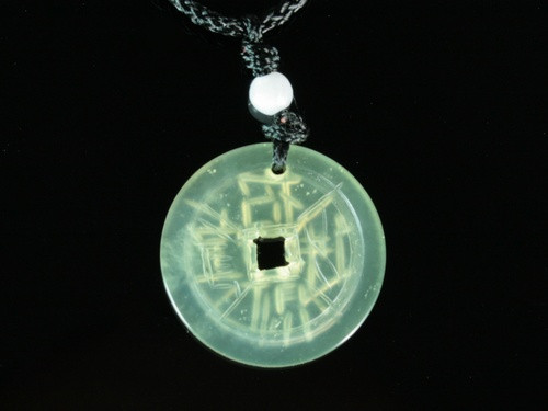 Кулон нефритовый  монета
