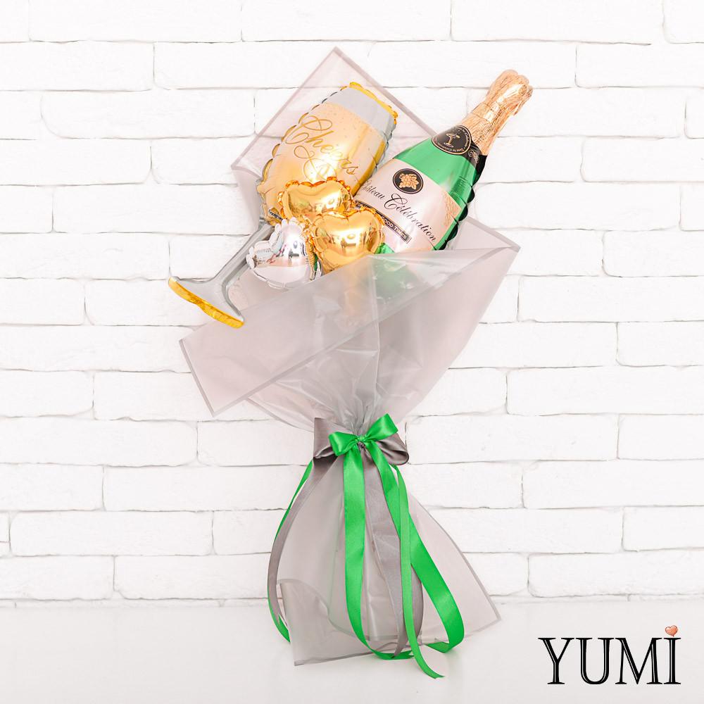 Букет из мини-фигур: шампанского, бокала и 3 микро-сердец