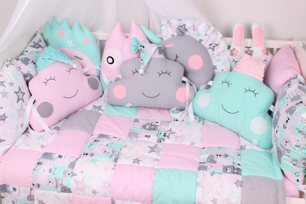 Комплект в кроватку с зверюшками и облачками  мишки в коронах розово-мятные