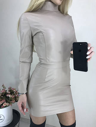 Приталенное платье из эко-кожи с длинным рукавом ft-424 бежевое, фото 2