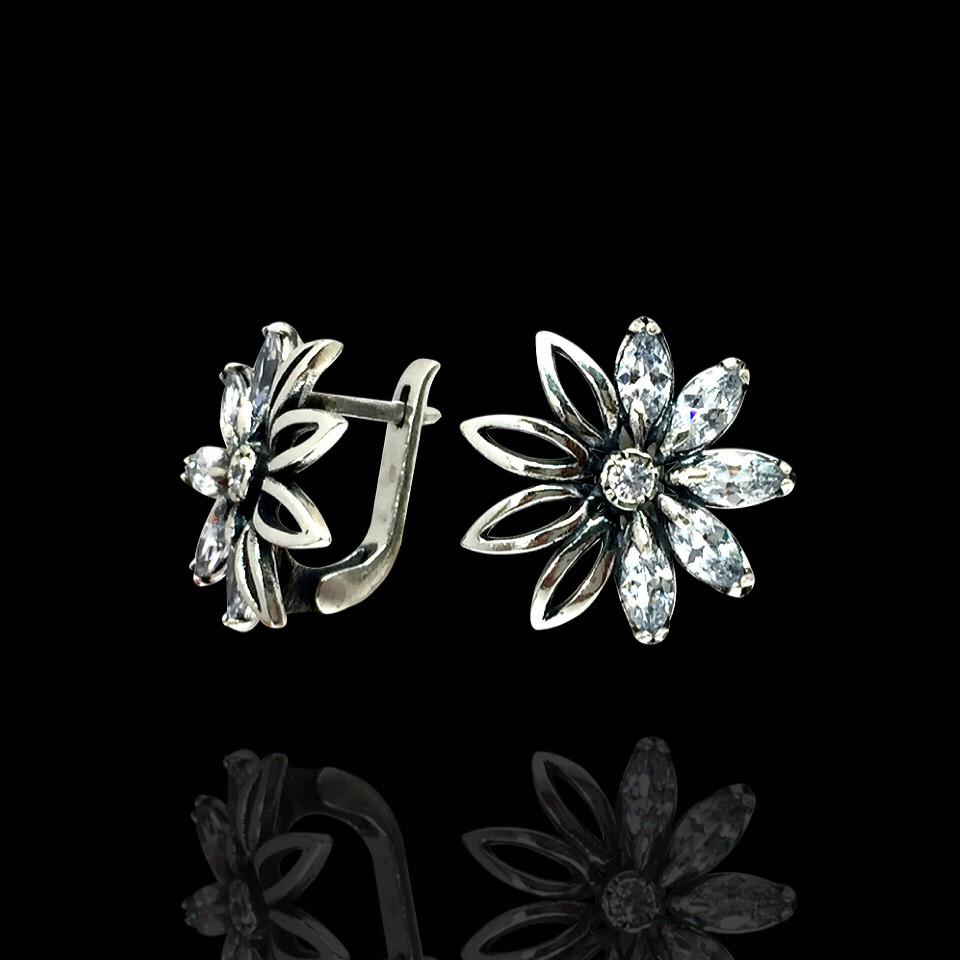 Срібні сережки Ромашки з фіанітами, 12 каменів
