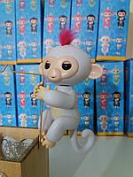 Игрушка для детей обезьянка Fingerlings Monkey Софи на АККУМУЛЯТОРАХ (белая)