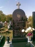 Памятник для одного человека с гранитным крестом
