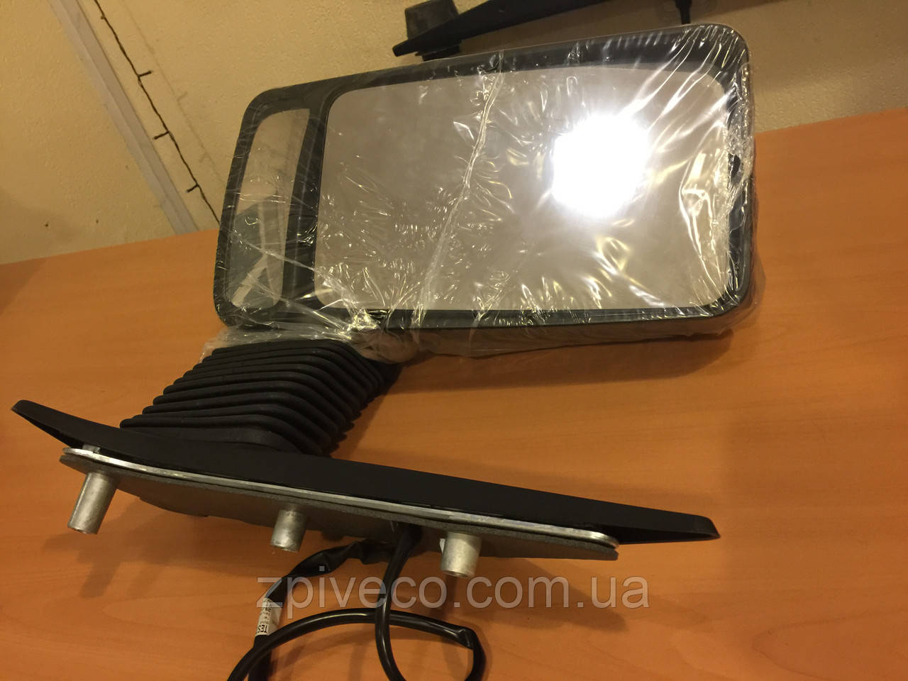 Дзеркало (електронне) видовжене кріплення ліве Е3 IVECO 504056737