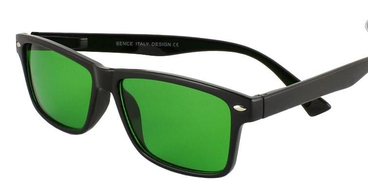 Глаукомные очки. Зеленая линза.