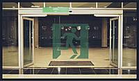 Автоматичні двері з системою антипаніки