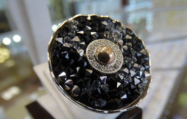"""Женское серебряное кольцо с золотыми вставкамии и камнями """"Сваровски"""""""