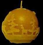 """Новогодняя восковая свеча """"Шарик Лапландия"""" из натурального пчелиного воска, фото 2"""