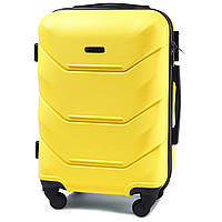 Средний пластиковый чемодан Wings 147 на 4 колесах желтый