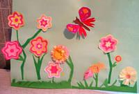 Идеи аппликаций в подарок мамам на 8 МАРТА и выставка детских работ на стендах