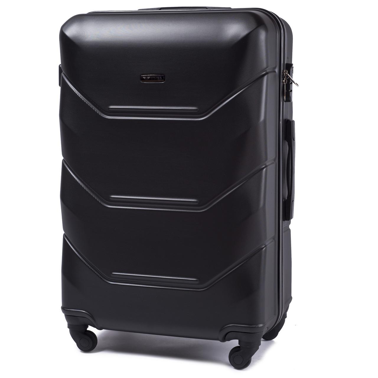 Малый пластиковый чемодан Wings 147 на 4 колесах черный