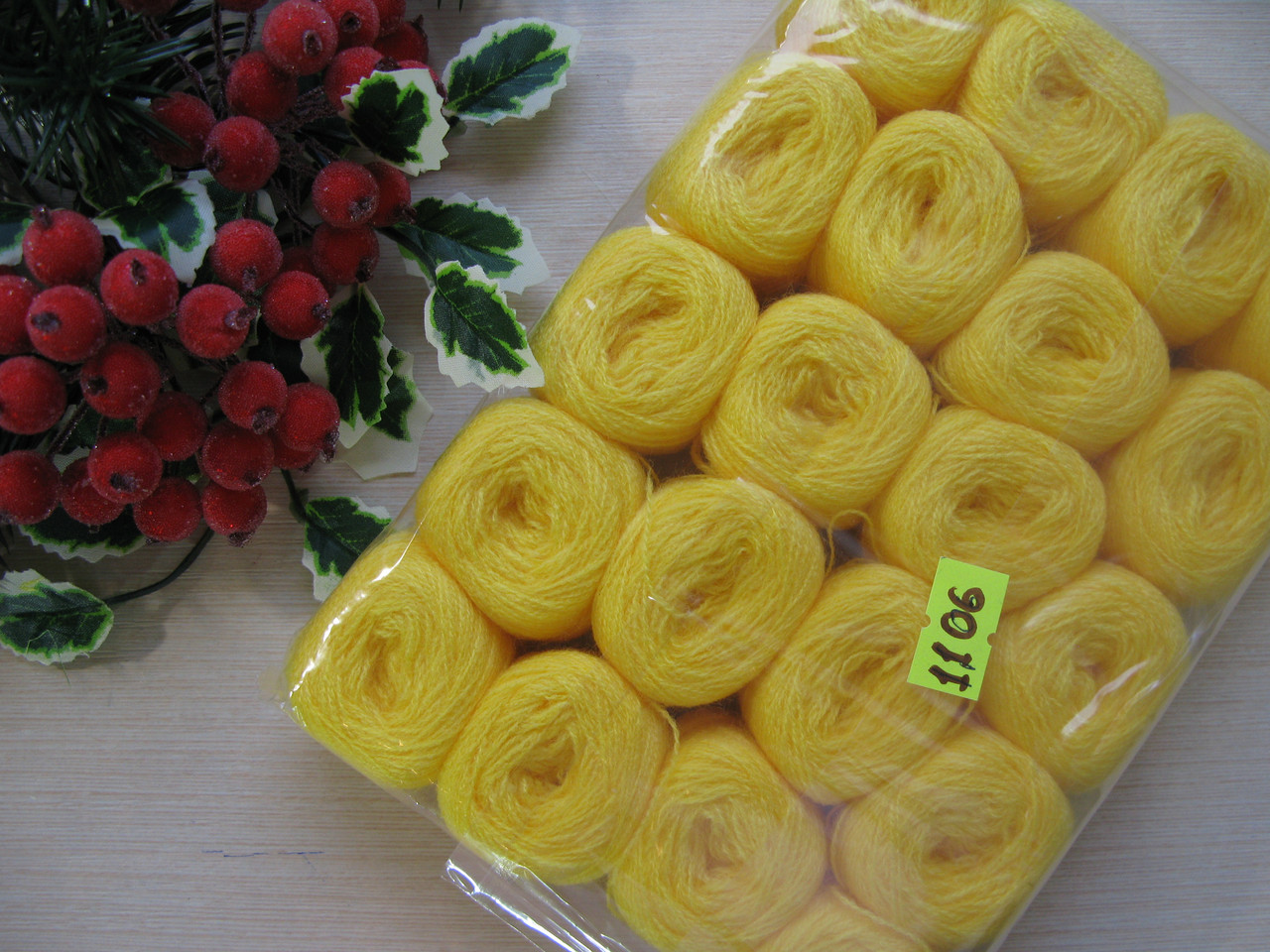 Нитки акриловые цвет желтый - 5 грн моток