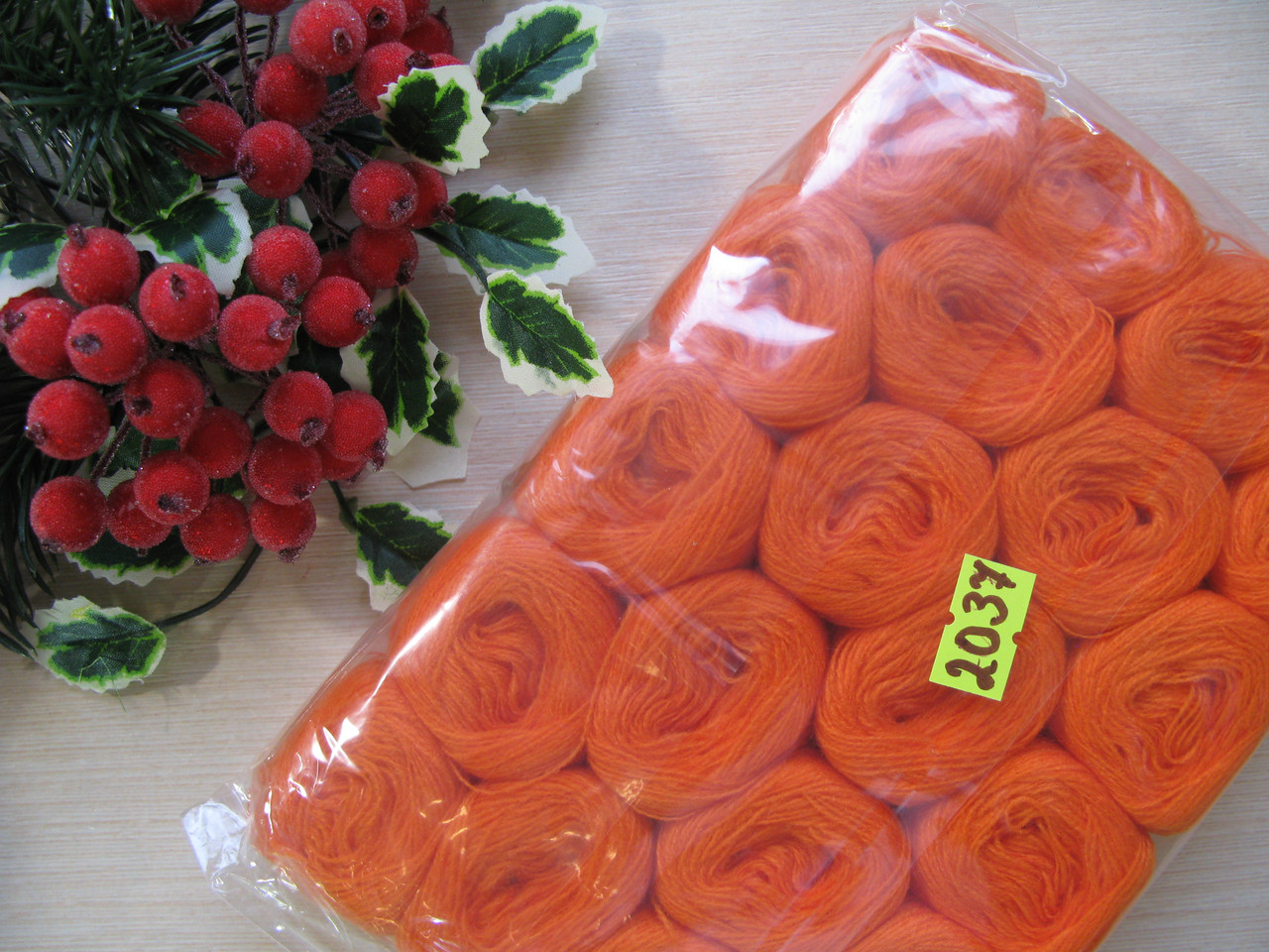 Нитки акриловые цвет оранжевый - 5 грн моток