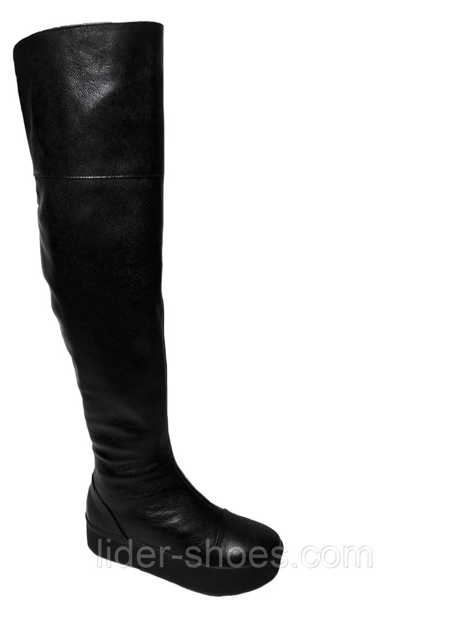 Женские кожаные ботфорты на танкетке