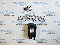 Кнопка аварийки Skoda Octavia Tour, 1U0953235C
