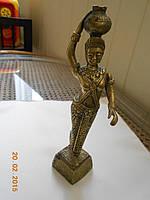 Девушка с кувшином из бронзы