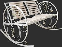 Кованая качалка для дачи в форме лавкы