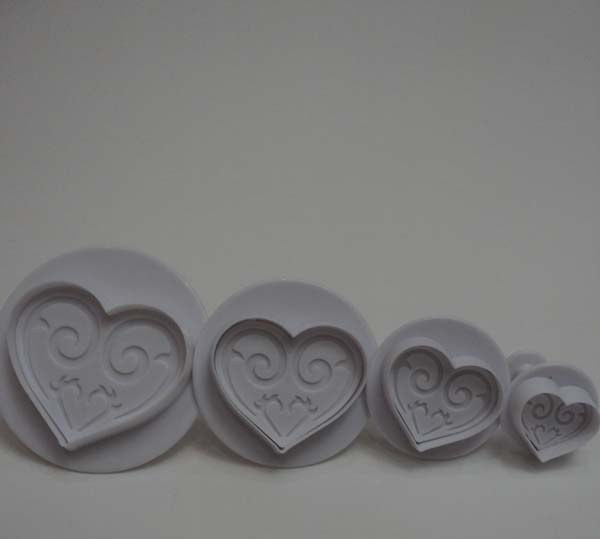 Плунжер кондитерский  из 4-х Сердце с узорами