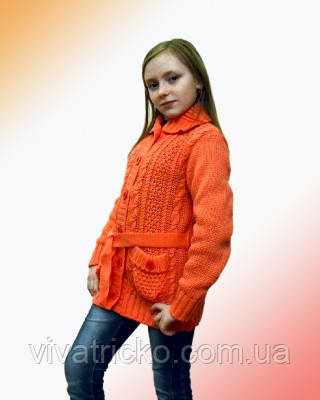 Вязаная детская кофточка с поясом и карманами