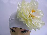 Шапочка белая с белым пионом 18 см