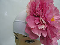Шапочка белая с розовым пионом 18 см