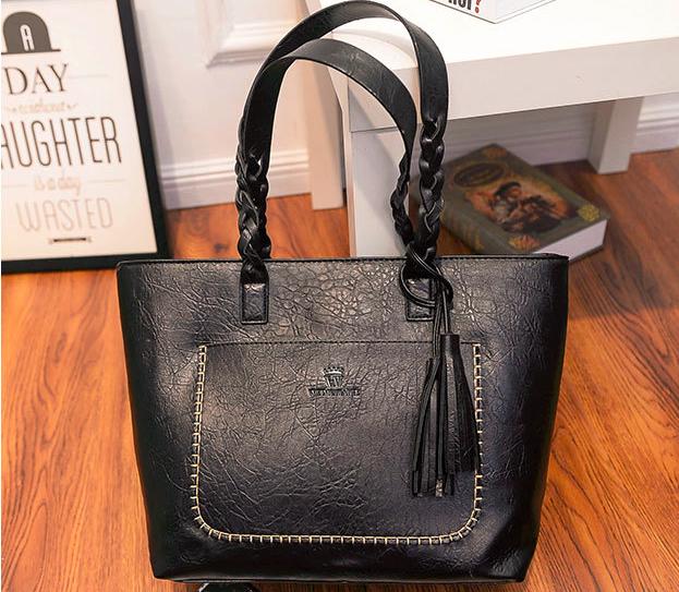 Женская черная сумка с плетеными ручками