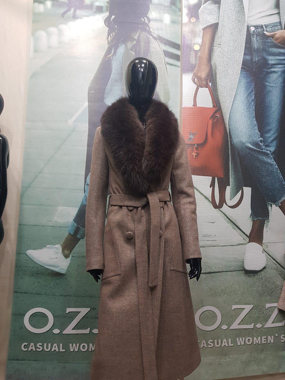 Длинное зимнее пальто с песцомO.Z.Z.E Д271
