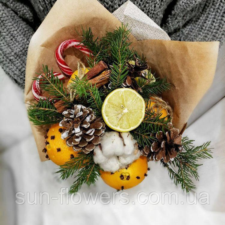 Букет мини-зимний с цитрусовыми, хвоей, специями и конфетами..