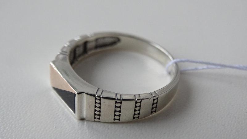Серебряная печатка с ониксом