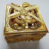 Шкатулка для украшений (пластик золото) квадратная 8см -