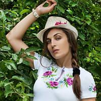 Вышитая футболка букет с вышивкой на рукаве | Вишита футболка букет з вишивкою на рукаві, фото 1