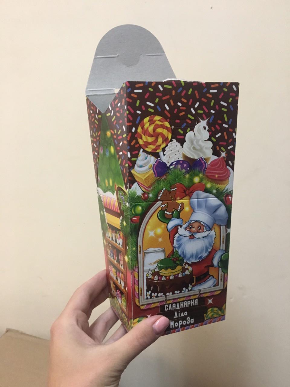 Новогодняя подарочная картонная упаковка (пакет) для конфет 400 грамм