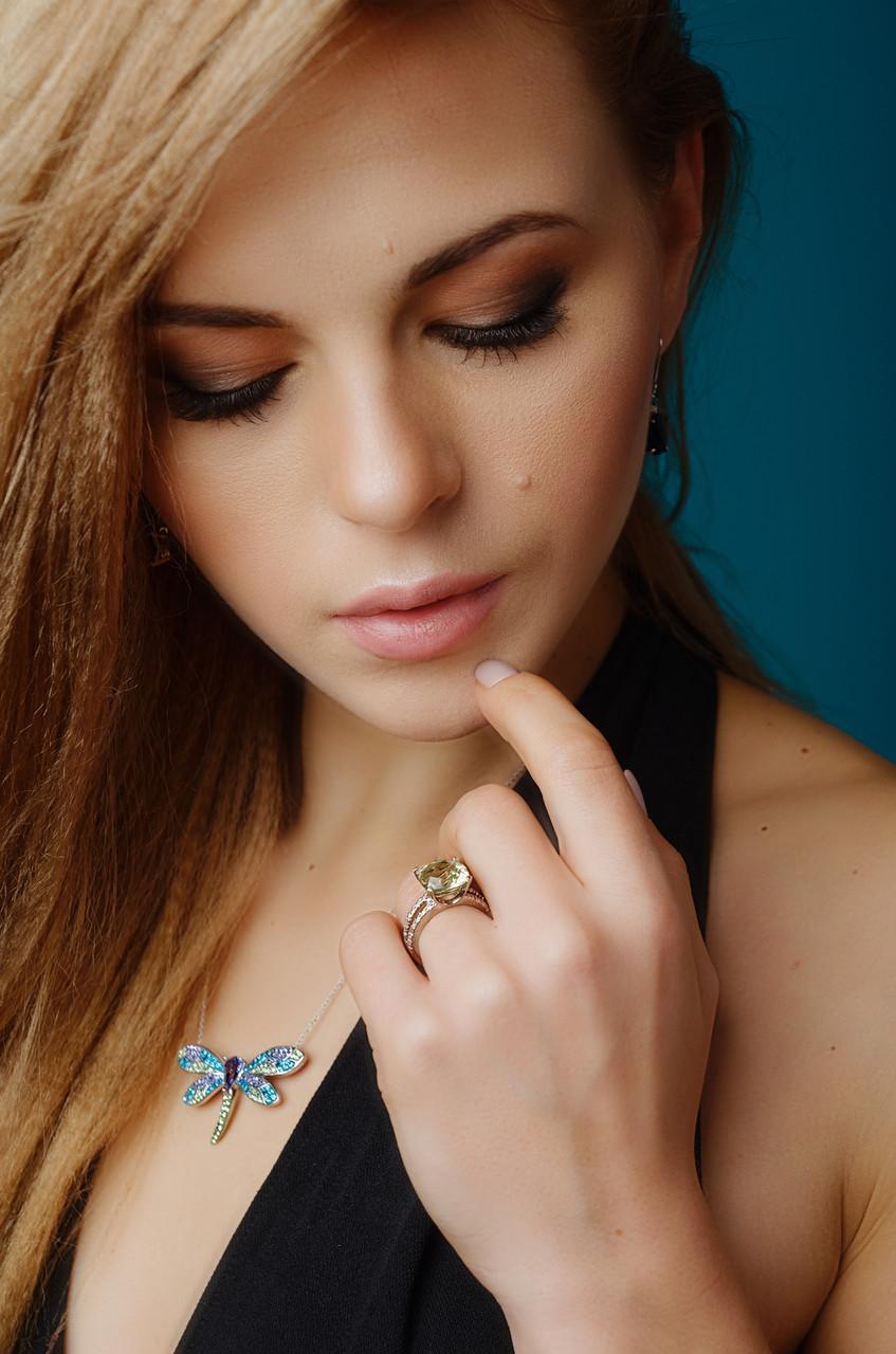 Серебряное кольцо с камнем Цаворит