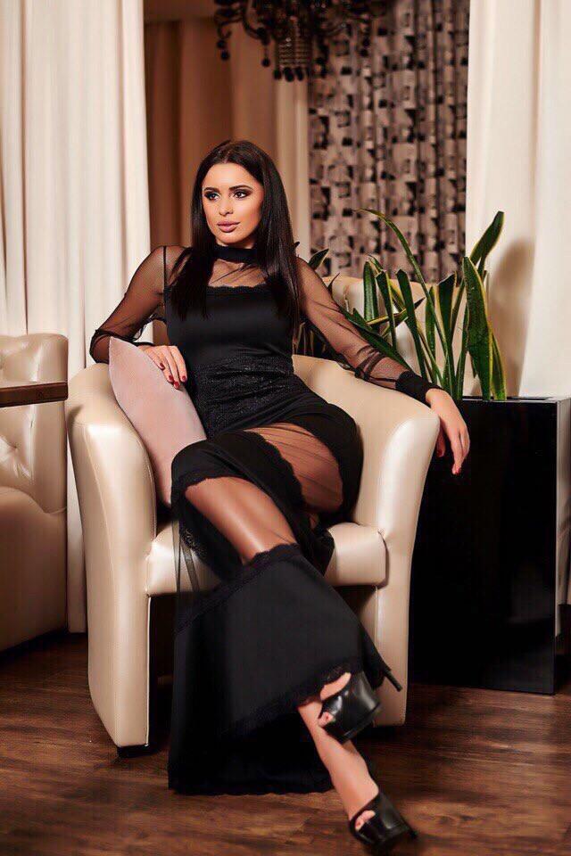 """Длинное облегающее вечернее платье """"ROUMER"""" с кружевом и вставками из сетки"""