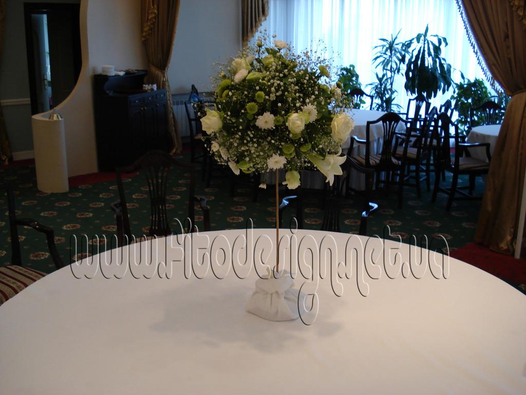 Композиция из цветов на столы гостей