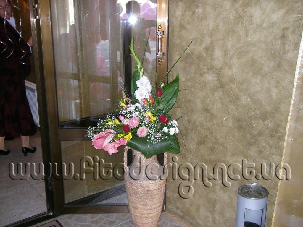 Композиции из живых цветов на подставках