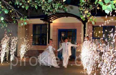 дорожка из фейерверков на свадьбе