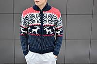 Мужской стильный вязанный свитер с оленями на молнии