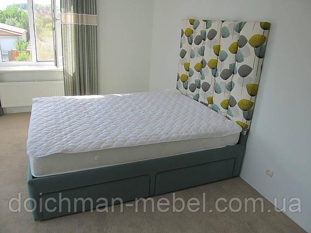 купить двуспальная кровать с мягким изголовьем и ящиками для белья