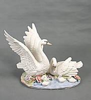 Фарфоровая статуэтка Пара Лебедей, 42 см
