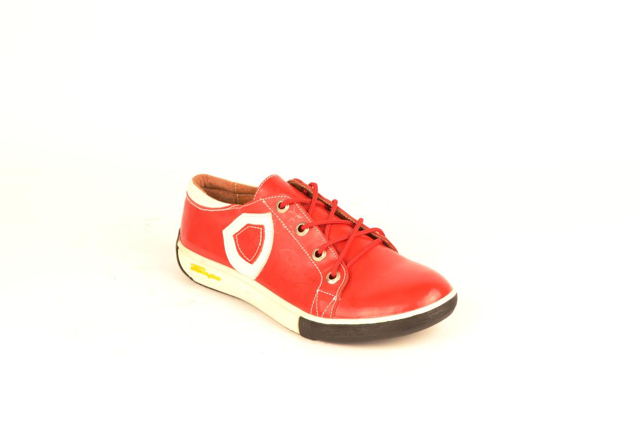 Кросівки дитячі для дівчаток шкіра напилення лак червоний шнурівка KARMEN