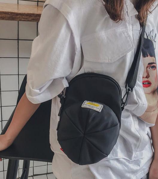 Стильна сумка у формі кепки